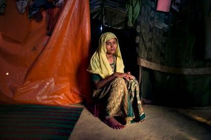 Roshida Begum, de 22 años, huyó a Bangladés poco después de un ataque desde la aldea de Tula Toli en Myanmar. Un grupo de militares la violaron a ella y a otras cinco mujeres. Fue la única que escapó.