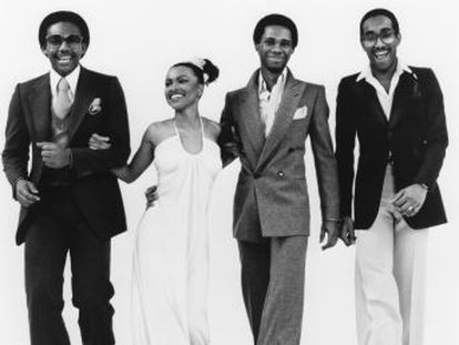 El grupo Chic utilizó, hace 40 años, la rabia que tenía por no poder entrar en Studio 54 para componer en media hora una pieza seminal del pop,  Le Freak . La banda acaba de publicar nuevo álbum