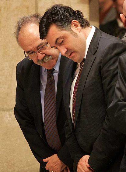 Josep Lluís Carod Rovira y Joan Puigcercós en la Generalitat.
