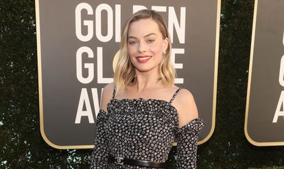 HANDOUT - 28 February 2021, US, Beverly Hills: Actress Margot Robbie poses for a picture as she arrives to attend the 2021 Golden Globe Awards at the Beverly Hilton Hotel. The 78th Globe trophies will be held largely virtually due to the coronavirus pandemic. Photo: Todd Williamson/NBC/ZUMA Wire/dpa - ATTENTION: editorial use only in connection with the latest coverage and only if the credit mentioned above is referenced in full Todd Williamson/NBC/ZUMA Wire/dp / DPA 28/02/2021 ONLY FOR USE IN SPAIN