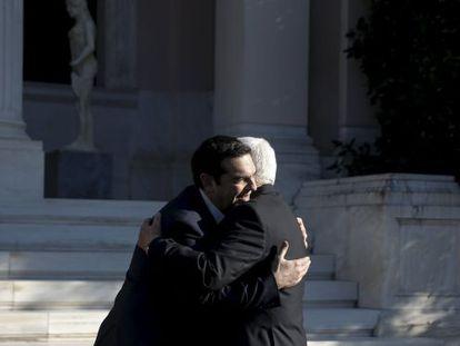 Tsipras recibe a Abbas este lunes en Atenas.