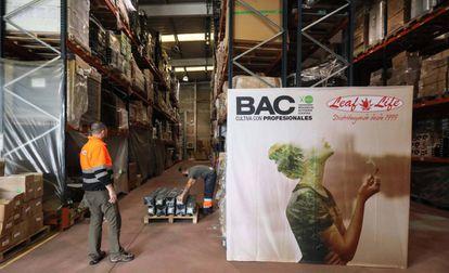 Instalaciones en Rivas de la empresa Leaf Life, dedicada a la distribución del material necesario para el cultivo de cannabis.