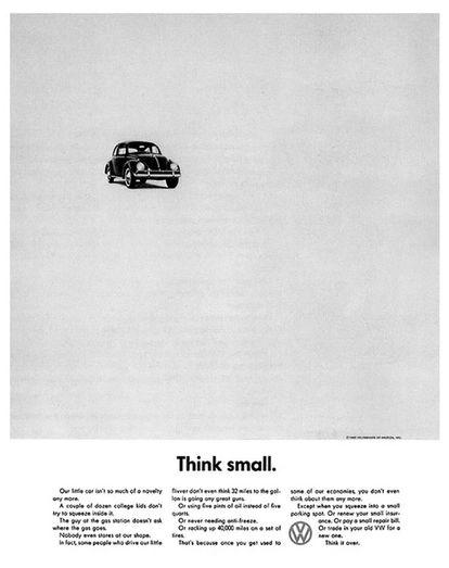 <center><B>VOLSKWAGEN BEETLE. </B>Nuestro pequeño automóvil ya no es una novedad. Un par de docenas de chicos universitarios no han intentado meterse dentro. El tipo de la estación de servicio no pregunta dónde se echa la gasolina. Nadie siquiera nos mira. De hecho, algunas personas que conducen nuestro pequeño trasto ni siquiera piensan que 32 millas por galón está bien. Ni que consume dos litros y medio de aceite en lugar de cinco litros. Ni que nunca necesita anticongelante. O recorre 40.000 millas con un juego de llantas. Eso es porque cuando te acostumbras a alguno de nuestros ahorros, ni siquiera piensas en ellos más. Excepto cuando aparcas en un lugar muy pequeño. O renuevas su económico seguro. O pagas una factura de reparación barata. O cambias tu antiguo VW por uno nuevo. Piénsalo.</center>