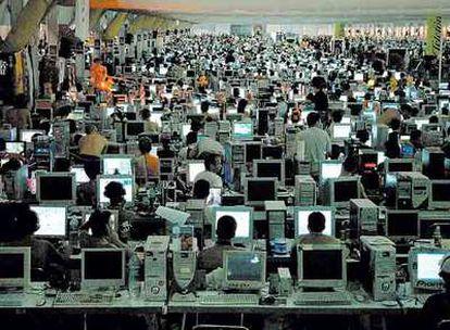 """""""Las empresas encuentran en Internet un entorno de transparencia"""", afirma Francisco González."""