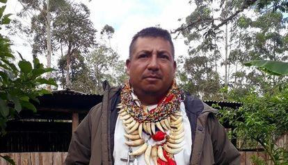 Francisco Javier Jamioy Chindoy, médico tradicional camsá, este año delante de la casa de sanación de la familia en el valle de Sibundoy (Colombia).