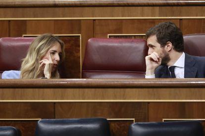 Pablo Casado y Cayetana Álvarez de Toledo, este miércoles en el Congreso.