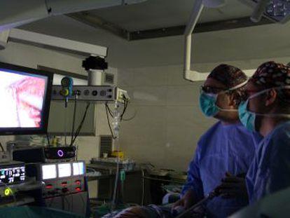 El hospital del Mar despliega un protocolo para minimizar el riesgo de sangrado y garantizar que no se harán transfusiones durante el proceso quirúrgico de estos pacientes