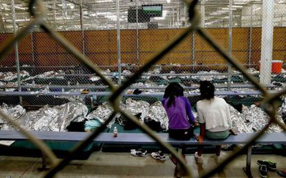 Dos menores en un centro de acogida en Texas, el año pasado
