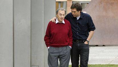 Jordi Solé Tura con su hijo, en 2007.