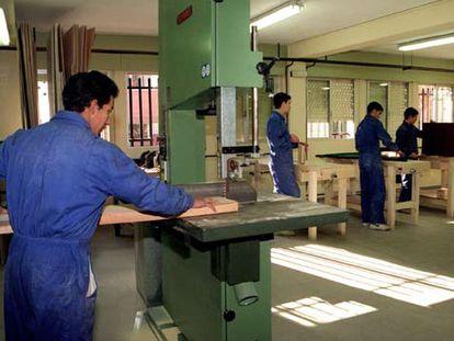 Muchos trabajadores del sector de la madera están expuestos a sustancias nocivas para la salud.