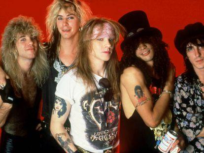 La banda origianl de Guns N' Roses en una foto de 1988, año en que publicaron el sencillo 'Sweet Child O' Mine', el más escuchado de la década de los ochenta en YouTube. Son, de izquierda a derecha: Steven Adler, Duff McKagan, Axl Rose, Slash e Izzy Stradlin. Solo Rose, Slash y McKagan continúan en la banda actualmente.