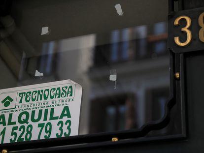 Un anuncio de un piso en alquiler en Madrid.