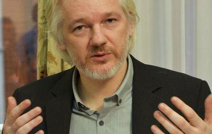 Julian Assange en la embajada ecuatoriana en Londres en agosto de 2014.