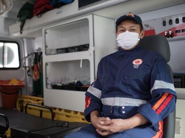 La enfermera Lia Regina Antunes, durante una guardia la semana pasada.