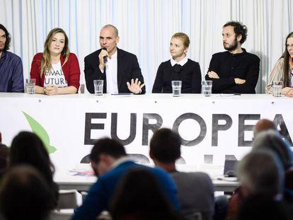 Yanis Varoufakis presenta su candidatura al Parlamento Europeo con el partido Movimiento por la Democracia en Europa 2015.