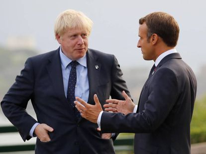 Boris Johnson y Emmanuel Macron, este sábado en Biarritz.