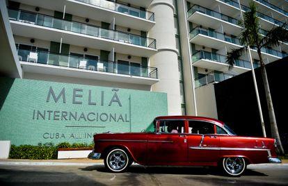 Entrada del hotel Meliá Internacional en Varadero, Cuba, en octubre de 2020.