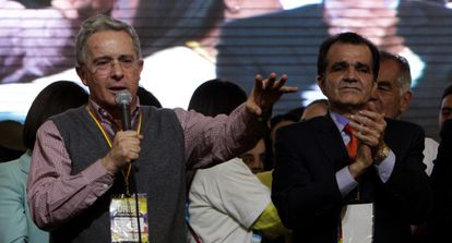 Álvaro Uribe y el candidato Óscar Iván Zuluaga.