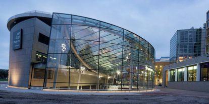 Fachada del Museo Van Gogh, en Ámsterdam.