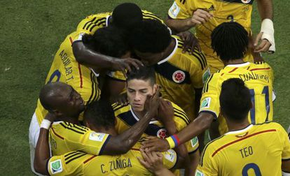 James Rodríguez celebra uno de sus goles ante Uruguay.