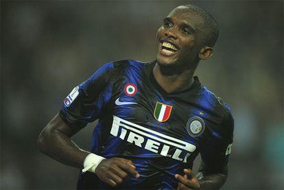 Eto'o festeja su segundo gol contra el Roma.