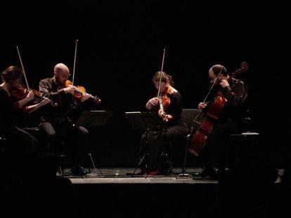 El Cuarteto Cosmos durante la interpretación de los 'Cinco movimientos op. 5' de Anton Webern en el Círculo de Bellas Artes de Madrid.