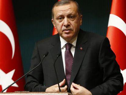 El presidente de Turquía, en una rueda de prensa este lunes.