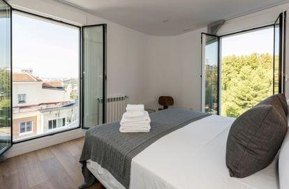 Vistas de los apartamentos del hotel donde se aloja Díaz Ayuso.