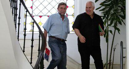 Francisco Carbonero (d) junto a Francisco Fernández en la sede de UGT.