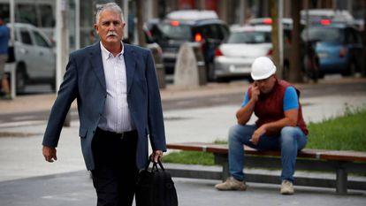El exsenador del PNV Víctor Bravo, a su llegada al juicio en San Sebastián el pasado año.