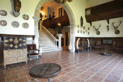 Lobby where some of the objects of the first owner are kept.  Currently there are no more elephant tusks that the Guinean dictator Francisco Macías gave Franco.