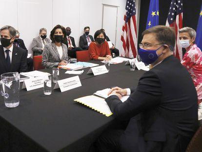 Reunión entre representantes de EE UU y de la UE en el Consejo de de Comercio y Tecnología inaugurado este miércoles en Pittsburgh.