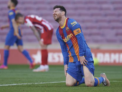 Messi se lamenta de una ocasión perdida ante el Atlético.