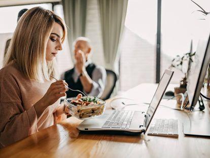 La pandemia del coronavirus también ha traído algunos cambios a la hora de comer en la oficina.