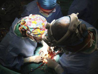 Una operación de corazón en el Hospital Reina Sofía de Córdoba.
