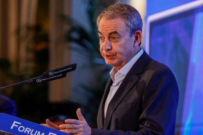 El expresidente del Gobierno, José Luis Rodríguez Zapatero asiste al desayuno informativo celebrado este lunes.