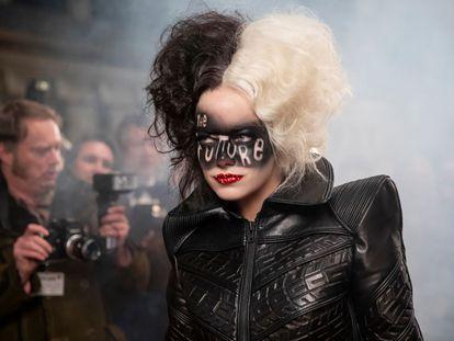 Emma Stone como Cruella.