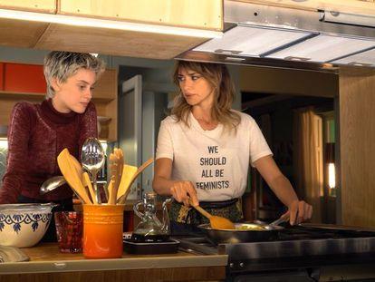 Milena Smit y Penélope Cruz, en 'Madres paralelas'.