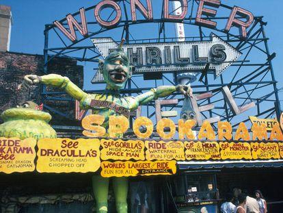 Tunel del terror del parque de atracciones Astroland en Coney Island (1981)