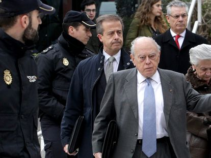 Jordi Pujol y Marta Ferrusola salen de la Audiencia Nacional en 2016.