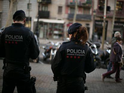 Agentes de los Mossos d'Esquadra en una imagen de archivo.