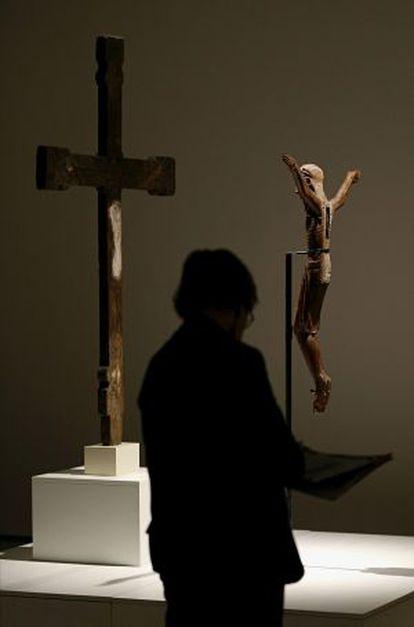 El 'Cristo 1147' que se expone, separado del crucifijo, en la exposición del MNAC.