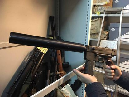 Una de las armas de ETA que Francia ha entregado a España.