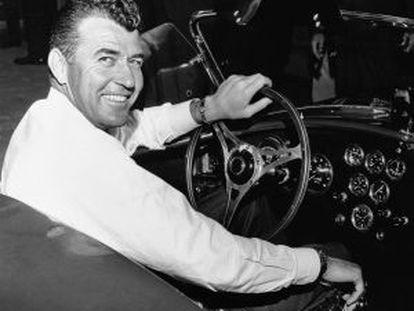 Carroll Shelby, piloto de carreras y diseñador de coches deportivos, en 1964.
