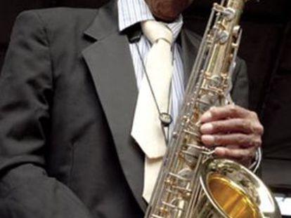 El saxofonista Von Freeman, durante una actuación.