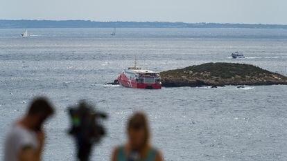 Vista del islote contra el que ha chocado este sábado el ferry de la naviera alemana FRS, que cubre la ruta entre las Pitiusas.