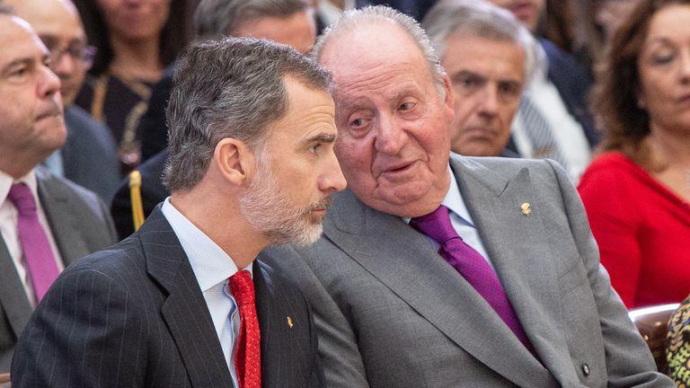 Felipe VI y Juan Carlos I, en un acto en Madrid en 2019.