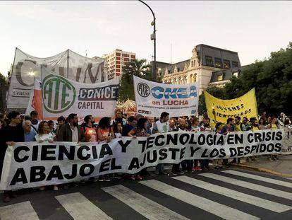 Marcha de Antorchas de trabajadores de Ciencia y Tecnología, en Buenos Aires, el 17 de abril.