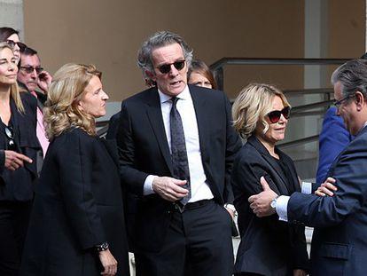 Familiares y miles de ciudadanos dan el último adiós a la duquesa.