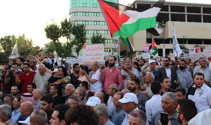 Protesta contra el foro de Baréin sobre el plan de paz de Trump, el 25 de junio en Amán.